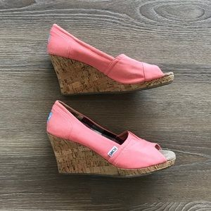 Tom's Wedges - Coral - size 8.5 Like New
